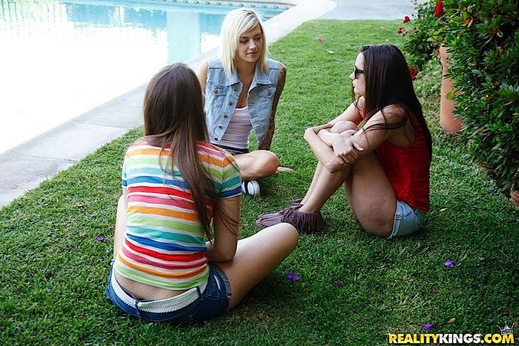 Discussed Blonde Teen 33